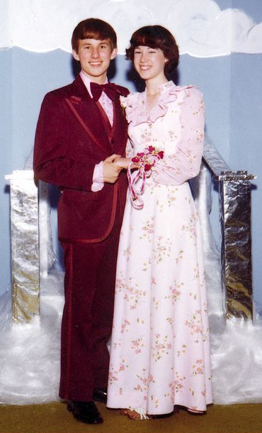 1970 S Prom Fashion The Magnetic Bowtie